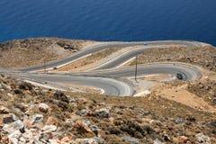 Windende weg bij de kust van Kreta, Griekenland Royalty-vrije Stock Foto's