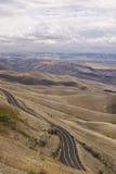 Windende weg boven de aangrenzende steden van Lewiston, Idaho en Clarkston, Washington Stock Foto