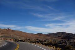 Windende weg - het Noorden van Argentinië/noa, jujuy salta, stock foto