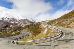 Windende weg met haarspeldkromming in Picos DE Europa Stock Afbeelding
