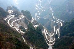 Windende wegen in bergen Stock Foto's