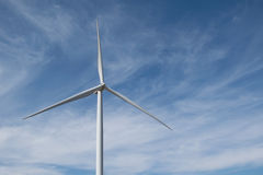 Windenergie auf dem Berg Stockbilder