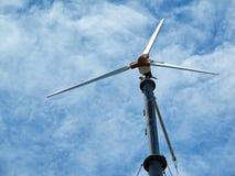 Windenergie auf hohem Markstein der Insel Lizenzfreie Stockbilder