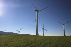 Windenergie in der Natur Stockfotos