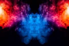Windenverdunstungslocken des rauches in Form eines großartigen, mystischen Kopfes, hervorgehoben mit Blauem, rot, purpurrot auf l vektor abbildung