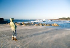Winderige dag bij het strand Stock Foto