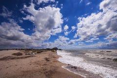 Winderige dag op het spit Dolgaya in het Overzees van Azov Stock Foto's