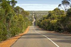 Winderige golvende rijweg, Cape du Couedic weg op Kangoeroeeiland, Sou royalty-vrije stock foto