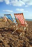 Winderige het strandoverzees van Deckchairs Stock Foto's