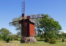 Winderige molen Royalty-vrije Stock Foto's