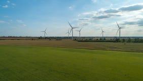 Windfarm no horizonte imagens de stock royalty free