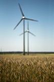 Windfarm op groene gebieden Stock Afbeelding