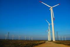 Windgenerator auf dem Gebiet Stockbilder