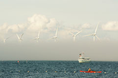 Windgenerators in het overzees Royalty-vrije Stock Afbeeldingen