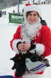 WINDHAM 12月19日-滑雪和骑马慈善的圣诞老人在Windham山。 库存图片