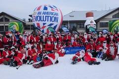 WINDHAM 12月19日-滑雪和骑马慈善的圣诞老人在Windham山 免版税库存照片