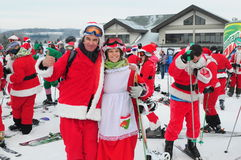 WINDHAM 12月19日-滑雪和骑马慈善的圣诞老人在Windham山 库存图片