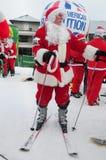 WINDHAM 12月19日-滑雪和骑马慈善的圣诞老人在Windham山 免版税库存图片