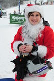 WINDHAM 19 de diciembre - esquí y montar a caballo Santas para la caridad en Windham Mountain. Imagen de archivo