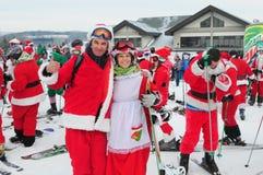 WINDHAM DECEMBER 19 - skidåkning och ridning Santas för välgörenhet på Windham Mountain Arkivbilder
