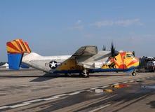 Windhundladungflugzeug der US-Marine-C-2A stockfotos