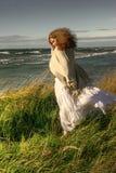 Windige junge Dame Stockbild