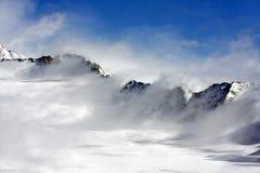 Windiger Gebirgszug in den Alpen Stockbild