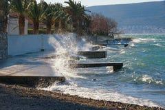Windiger Wintertag Kotor-Bucht von adriatischem Meer nahe Tivat-Stadt, Montenegro Lizenzfreies Stockbild