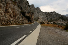 Winding road with dangerous curves Royalty Free Stock Photos