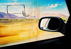 windiow för bilefterrättgrunge s Arkivfoton