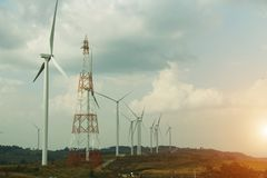 Windkraftanlage, alternative Energie produzierend stockfotos