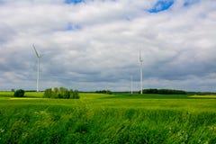 Windkraftanlage auf dem Gebiet Stockfotografie
