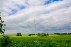 Windkraftanlage auf dem Gebiet Lizenzfreie Stockfotos
