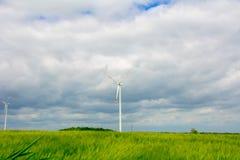 Windkraftanlage auf dem Gebiet Lizenzfreies Stockbild
