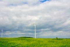 Windkraftanlage auf dem Gebiet Lizenzfreie Stockbilder