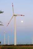 Windkraftanlage im Abend-Licht Lizenzfreie Stockbilder
