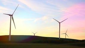Windkraftanlage-Landschaft bei Sonnenuntergang stock video footage