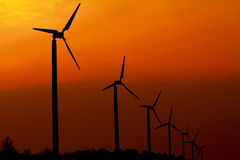 Windkraftanlage mit Sonnenuntergang Stockfoto