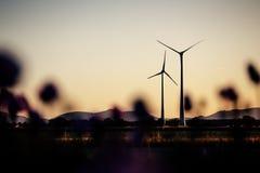 Windkraftanlagen am Abend Sun Stockfotografie