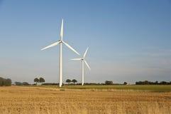 Windkraftanlagen auf einem Gebiet in Dänemark Lizenzfreie Stockbilder