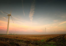 Windkraftanlagen nahmen nahe Kap Kaliakra, Bulgarien gefangen Stockfotos