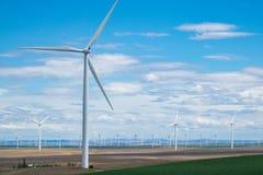 Windkraftanlagen und Weizenfelder in Ost-Oregon Lizenzfreies Stockbild