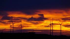 Windkraftanlagesonnenuntergang stock footage