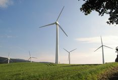 WindKraftwerk nahe Ostruzna in Jeseniky Stockbilder
