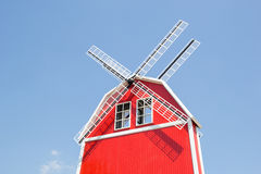 Windmühle über dem Dach Lizenzfreies Stockbild