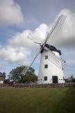 Windmühle, Anglesey, Wales lizenzfreie stockfotos