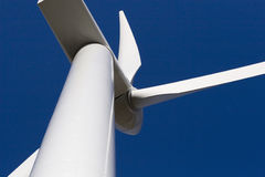 Windmühle auf blauem Himmel Lizenzfreie Stockfotografie