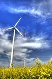 Windmühle auf dem canola Gebiet Stockfotografie