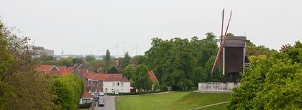 Windmühle auf dem Hügel in Brügge, Panorama Stockfotografie