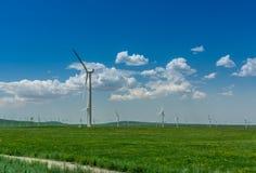 Windmühle auf der Wiese Lizenzfreies Stockfoto